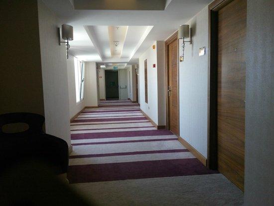 DoubleTree by Hilton Izmir - Alsancak: corridor