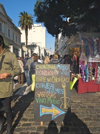 Feria De San Pedro Telmo: Choripan - Feira de San Telmo