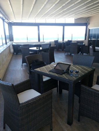 DoubleTree by Hilton Izmir - Alsancak: rooftop bar