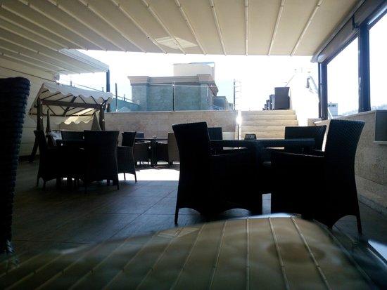 DoubleTree by Hilton Izmir - Alsancak: roof top bar