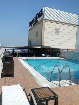 DoubleTree by Hilton Izmir - Alsancak: rooftop swimming pool