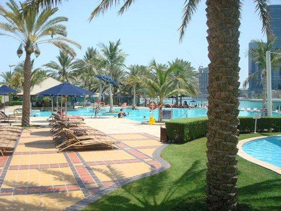 Beach Rotana: Pool/beach area