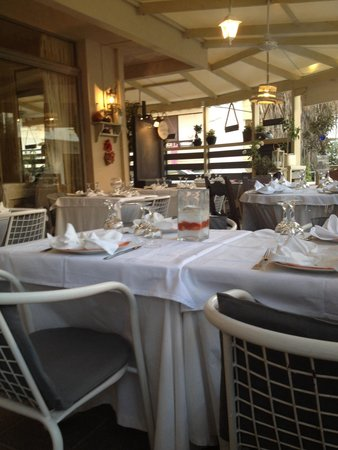 Le Gourmet : Restaurant interior with a bistro feel