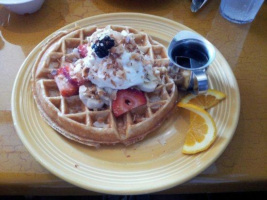 Four Sisters Cafe: Paradise waffle
