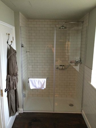 The Pig near Bath : the amazing shower