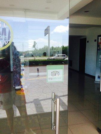 Comfort Inn Cancun Aeropuerto: Знакомый значок на двери