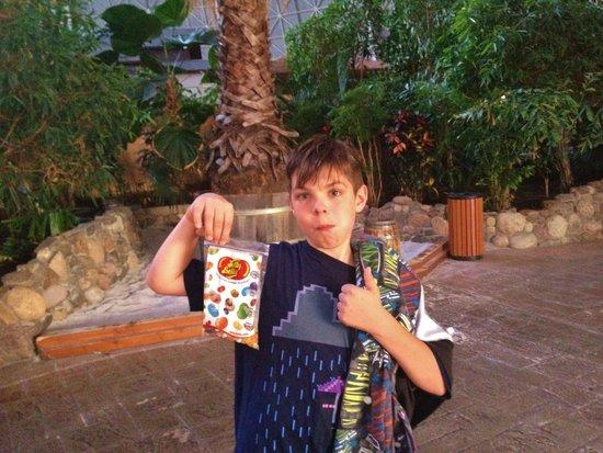 Tropical Islands Resort : tired superboy