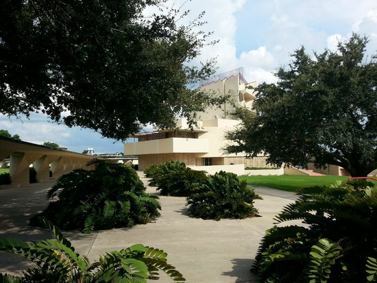 Florida Southern College : Structures visible here are all FLW designed, includng the orange grove inspired walkway support