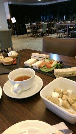De Vere Horwood Estate: Worst afternoon tea ever!