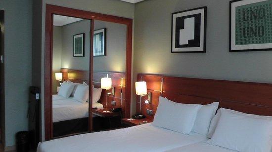 H10 Itaca Hotel: Bedroom (from the window)
