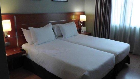 H10 Itaca Hotel : Bedroom (from the door)
