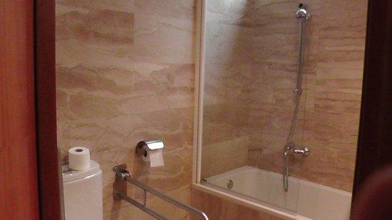 H10 Itaca Hotel: Bathroom