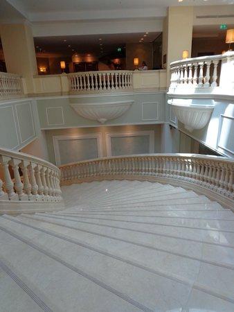 JW Marriott Bucharest Grand Hotel : Grand stair case