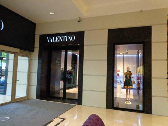 JW Marriott Bucharest Grand Hotel : Valentino