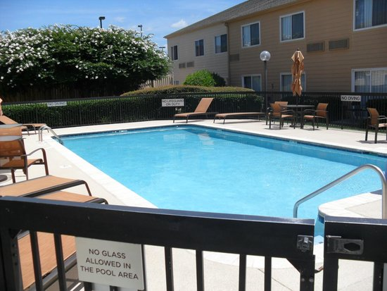 Courtyard Chattanooga at Hamilton Place: pool