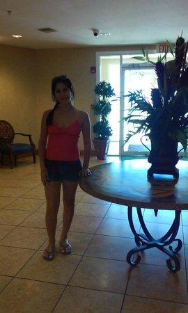 Holiday Inn Hotel & Suites Daytona Beach: habitacion continua al lobby