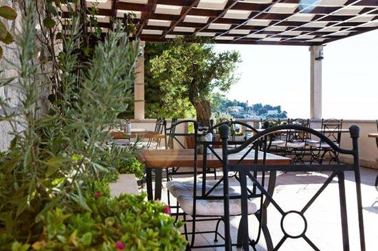 Hotel Kastil : Terrace for breakfast