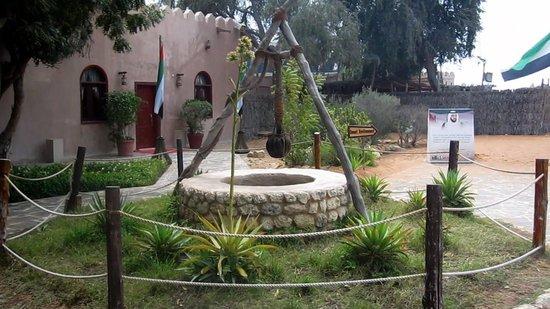 une maison arabe traditionnelle picture of heritage village abu dhabi tripadvisor. Black Bedroom Furniture Sets. Home Design Ideas