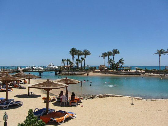 Hurghada Marriott Beach Resort : Beach and island.