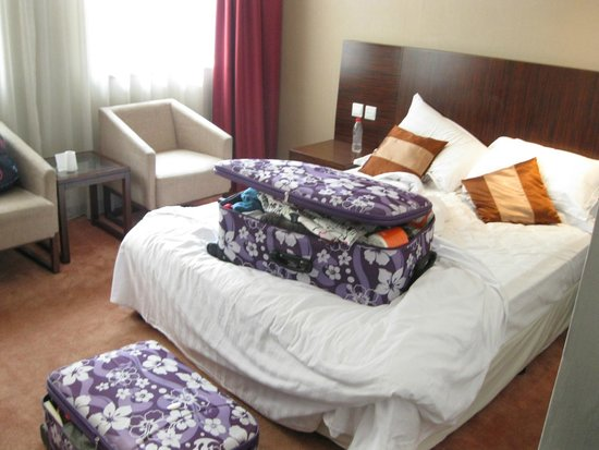 Shatan Hotel: bed and our clutter
