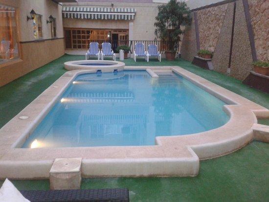 Soreda Hotel : Downstairs pool