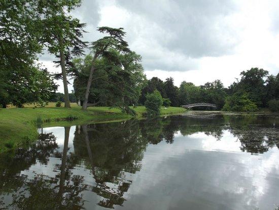 Croome: The lakeside walk