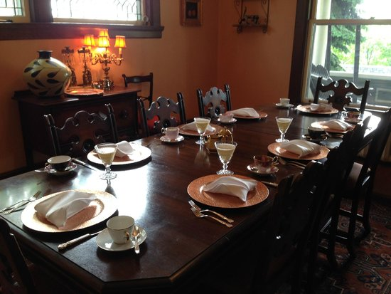 Lion's Head Bed & Breakfast: Ready for breakfast