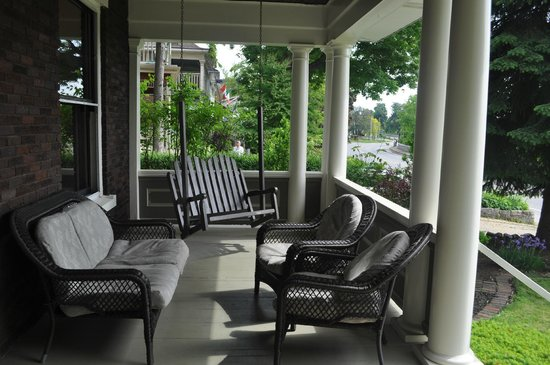 Lion's Head Bed & Breakfast: Front Porch