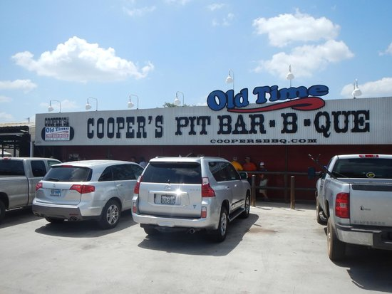 Coopers BBQ: Front view