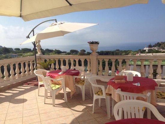 Villa Natalina: Terrazza stupenda per la colazione