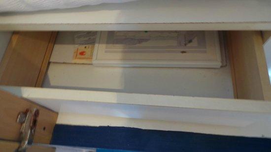Kalithea Sun & Sky Hotel: drawer with no bottom
