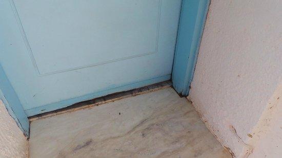 Kalithea Sun & Sky Hotel: rotten doors
