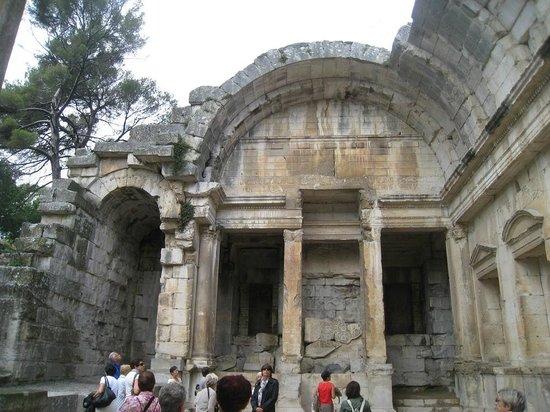 Jardins de la Fontaine : Restos del Templo de Diana.