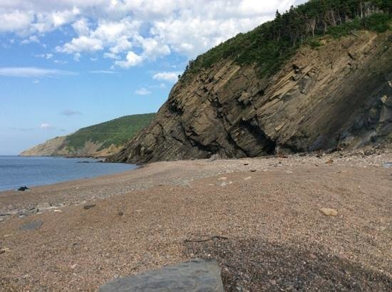 Burton's Sunset Oasis Motel: Beach at Meat Cove, near Burton's Oasis Sunset, Bay St Lawrence, NS
