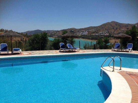 Alojamientos Huetor: Het zwembad van Huetor