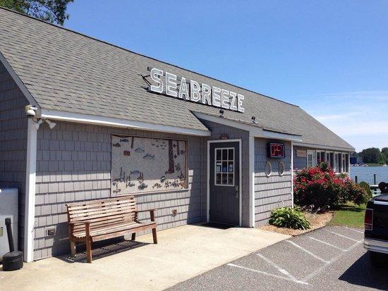 Grimstead, VA: Outside of the Seabreeze