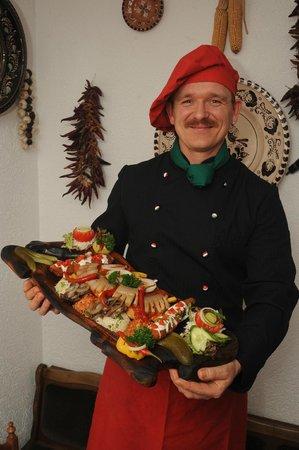 Hotel Am Markt: Chefkoch mit Pusztaplatte