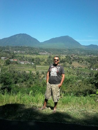 Munduk Wilderness - Day Tours: Munduk just behind me..so green !