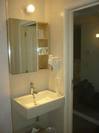 9HOTEL CENTRAL: Bathroom