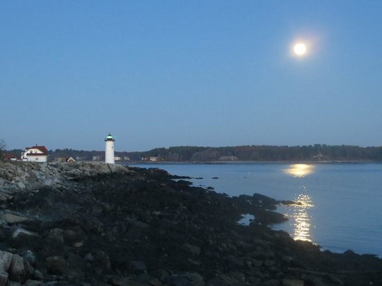 Portsmouth Harbor Lighthouse: full moon