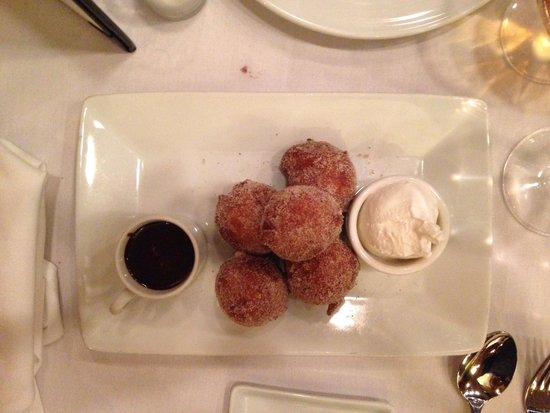 Tierra Sur: Doughnuts with dips