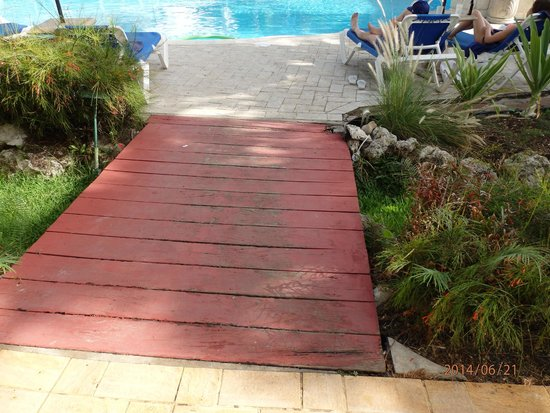 The Club, Barbados Resort and Spa: rotting bridge across to the pool/dining room