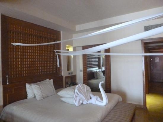 Sunwing Waterworld Makadi Hotel: our towel art
