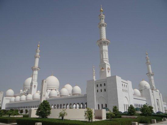 Mezquita Sheikh Zayed: Fora da Mesquita