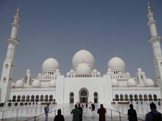 Mezquita Sheikh Zayed: Entrando na Mesquita