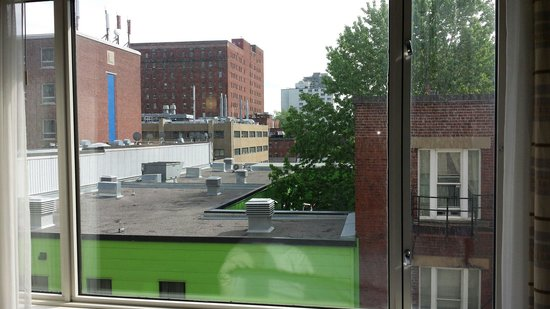 Novotel Montreal Center : Room 622 not a great view.