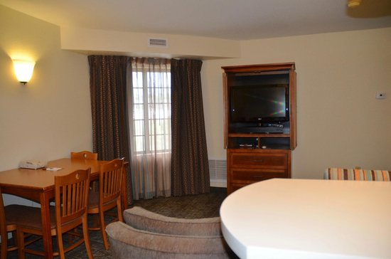 Staybridge Suites Colorado Springs: Living room