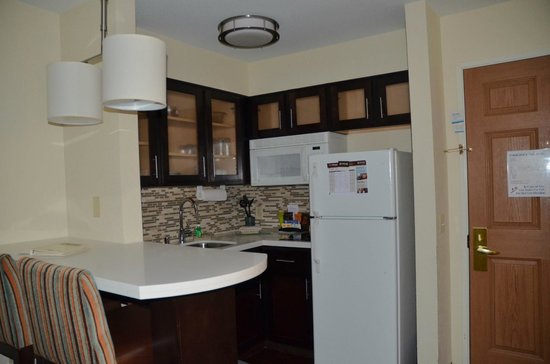 Staybridge Suites Colorado Springs: Kitchen