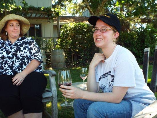 O'Brien Estate Winery: Quaint, personal seating areas - O'Brien Estates