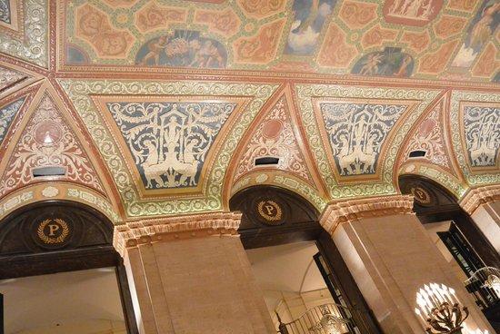 The Palmer House Hilton: lobby
